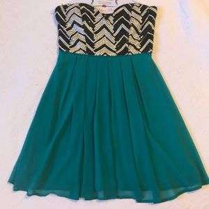 Dresses & Skirts - Strapless Party Dress